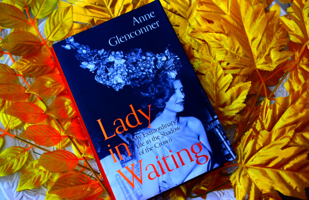 Lady in Waiting Book on Gold Tropical Leaves Decoration
